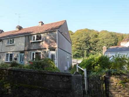 Unmodernised 3 Bedroom End of Terrace property set in a Village Location