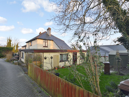 Five Bedroom detached house, two self contained annexes