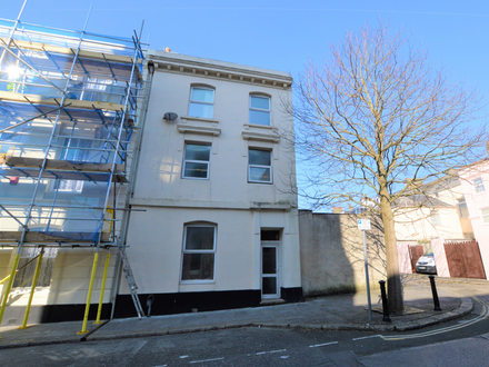 Substantial investment property currently arranged with 8 good sized letting rooms.
