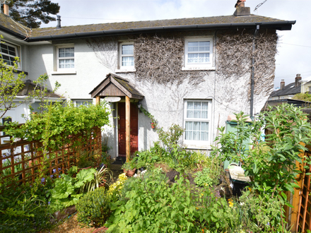 CHARACTERFUL 2 BEDROOM COTTAGE CLOSE TO TOWN CENTRE