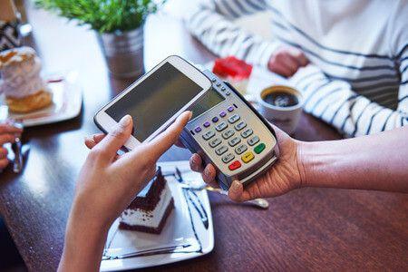 Záporoznak a bejelentések – Egyre többek fizethetnek már mobillal