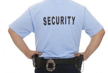Itt az újabb csapás a bankokra: a biztonsági őr!