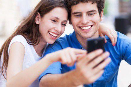 Hódít a mobil: a fiatalok formálják át a fizetésről alkotott képünket?