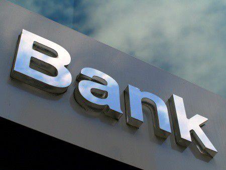 Leállt a hitelezéssel egy magyar bank!