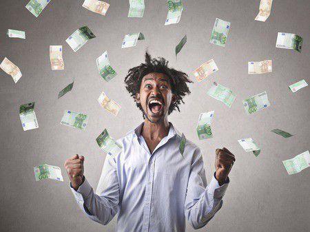 Melyik banknál a legolcsóbb bankkártyával pénzt felvenni?