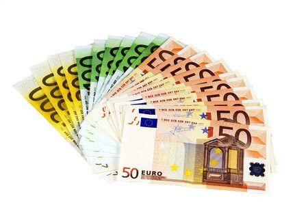 20 ezer EUR nemzetközi utaláson 100 ezer Ft megtakarítás