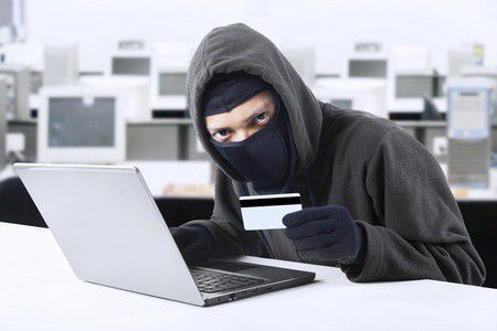 Támadnak a bankkártya csalók! Így védheted meg a pénzed