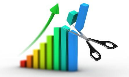 Növekvő infláció, csökkenő kamatok – Most érdemes hitelt igényelni?