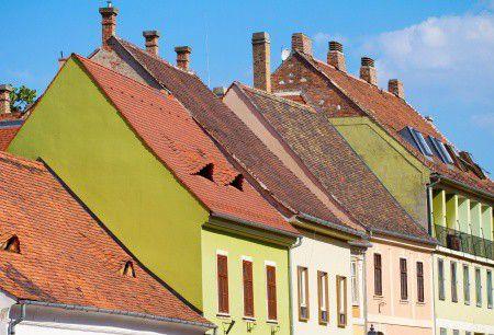Egekben a lakásárak, feleződtek a kamatok – Tényleg jobb most hitelt felvennem?