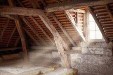 Lakásvásárlás helyett bővítés? Ennyiből hozhatod ki a tetőtér-beépítést
