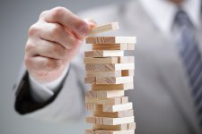 Örülünk az olcsó fix hiteleknek, de vajon a kockázatot ki viseli?