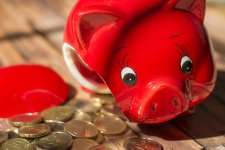 Miért nem jutnak az önkéntes nyugdíjpénztárak a magán nyugdíjpénztárak sorsára?
