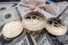Nem vár összeomlást a Bitcointól a híres magyar milliárdos