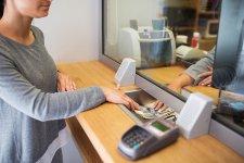 Újabb bank oszt pénzt az ügyfeleinek!