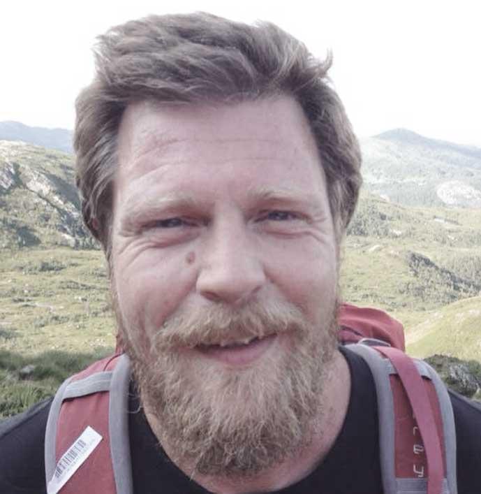 Simon Neby skriver om BLP og er er nabo på Landås. I tillegg er han og seniorforsker på Uni Research Rokkansenteret, der han jobber med forvaltningspolitiske  problemstillinger