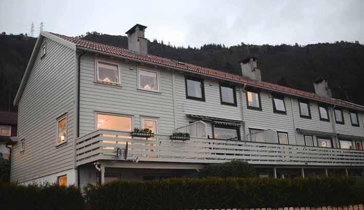 Hva kan man gjøre med eksistrende boligmasse. Dette er et typisk rekkhus på Landås og som har vært med i studien til studentene fra Høgskolen.