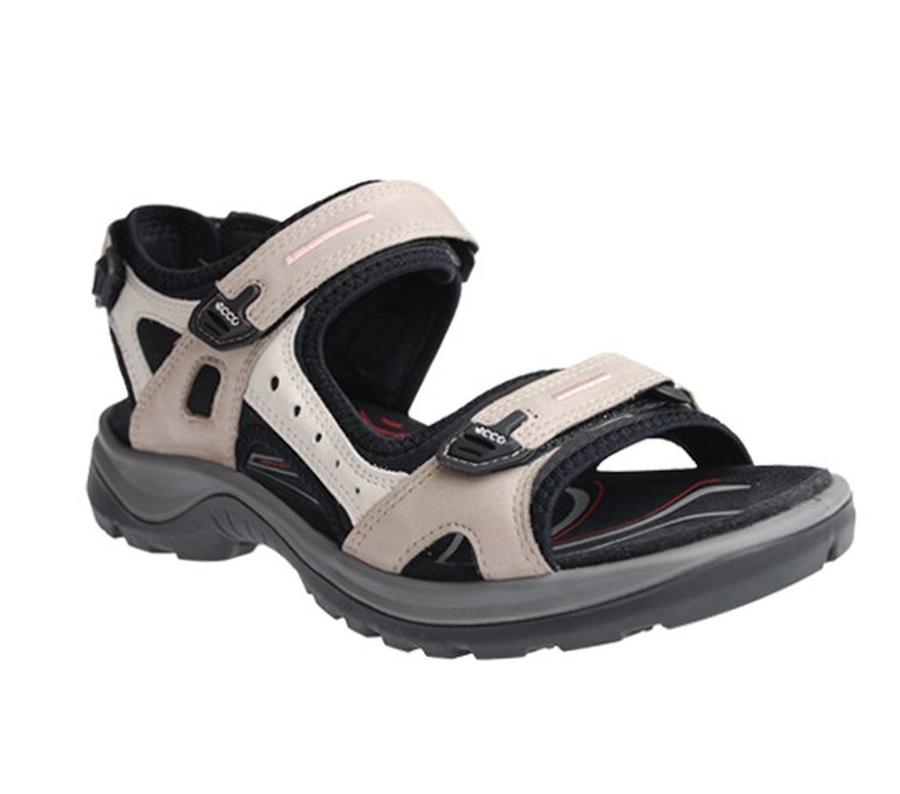 59ce0c8118bb Sandal i nubuk med foder i stretch-fit material som håller fötterna  fräscha. Tre reglerbara remmar över och runt foten.