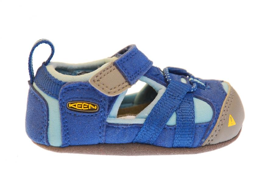 69c324aedeb3 En söt mini-KEEN till de allra minsta barnen som vill utforska världen med  en skön sko. Fungerar lika bra inomhus som ute i torrt väder.