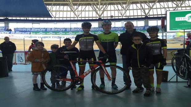 Una rappresentativa dei nostri giovanissimi ha asistito all'ultima giornata di gare della 3 Sere del Garda nel velodromo di Montichiari
