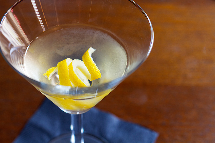 Bella_Luce_Bar_Wheadons_Gin_Martini_lemon_post.jpg