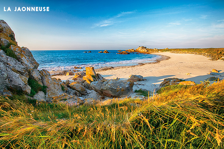 Guernsey_Beach_Guide_24-La-Jaonneuse.jpg