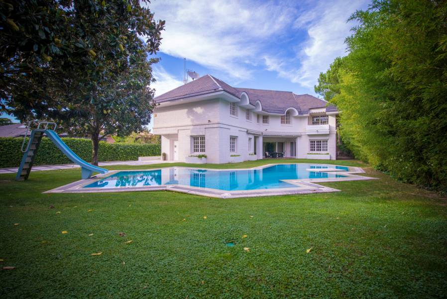 Magnificent mansion 1000 m2