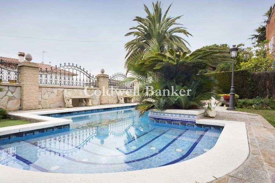 Beautiful house with pool in Badalona