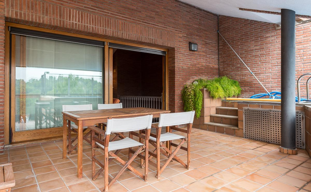 Great semi-detached house 548 m2