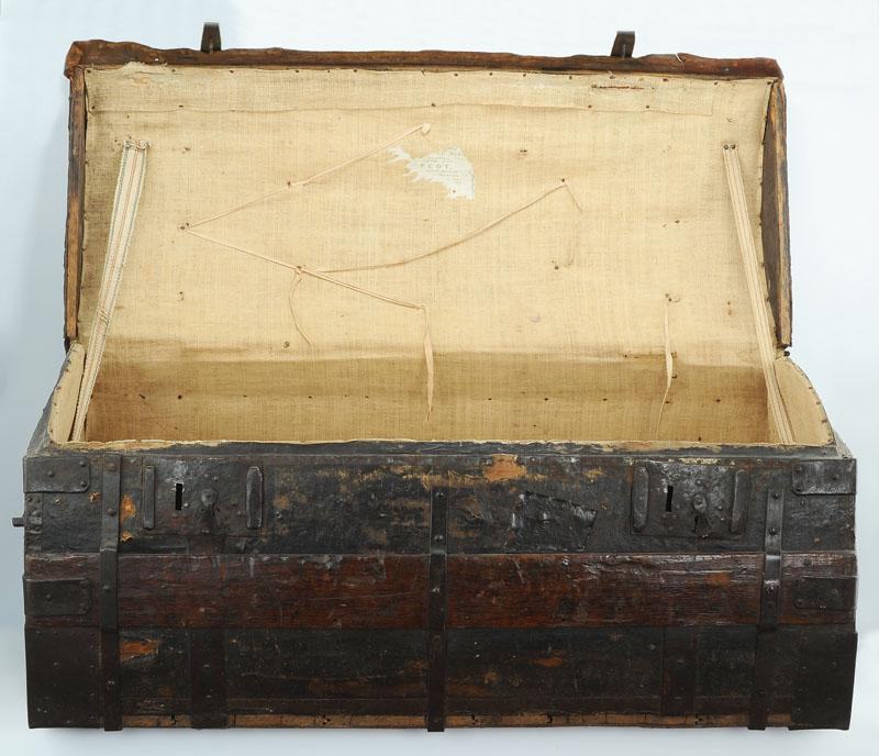 malle de transport de la garde robe de sas monseigneur louis v joseph de bourbon cond prince. Black Bedroom Furniture Sets. Home Design Ideas