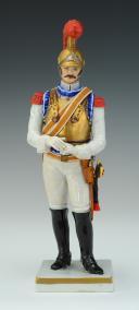 CARABINIER 1810-1815, PREMIER EMPIRE : FIGURINE EN PORCELAINE PAR VAN GERDINGE, XXème siècle.
