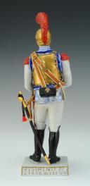 Photo 3 : CARABINIER 1810-1815, PREMIER EMPIRE : FIGURINE EN PORCELAINE PAR VAN GERDINGE, XXème siècle.