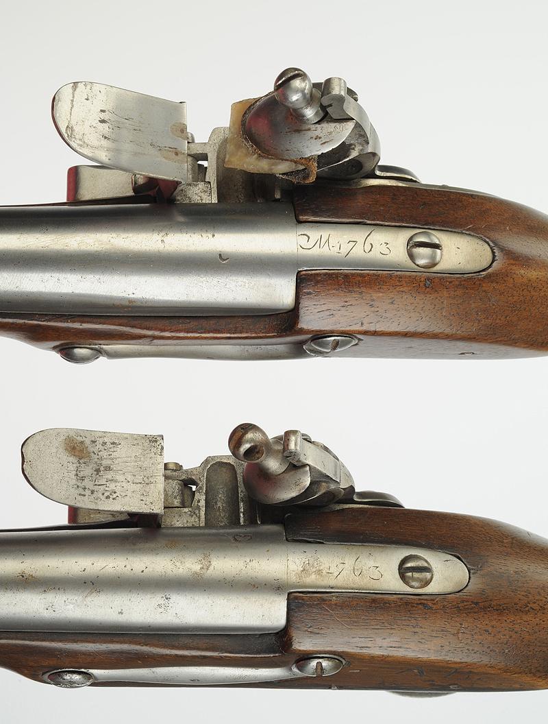 Paire de pistolets d 39 ar on de cavalerie mod le 1763 1766 fabrication de la manufacture de - Pistolet a clou ...