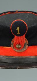 Photo 2 : KÉPI SEMI-RIGIDE DU 1er BATAILLON DE LA GARDE NATIONALE MOBILE, SECOND EMPIRE (vers 1860-1870).