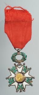 CROIX DE CHEVALIER DE LA LÉGION D'HONNEUR, modèle Troisième République avec médaillon second Empire. (1)