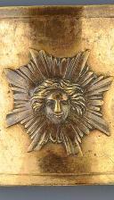 PLAQUE DE CEINTURON DES GARDES DU CORPS DU ROI, PROBABLEMENT PREMIER MODÈLE VERS 1760, MAISON MILITAIRE DU ROI ANCIENNE MONARCHIE.
