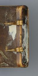Photo 3 : PLAQUE DE CEINTURON DES GARDES DU CORPS DU ROI, PROBABLEMENT PREMIER MODÈLE VERS 1760, MAISON MILITAIRE DU ROI ANCIENNE MONARCHIE.