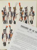"""Photo 1 : L'ARMÉE FRANÇAISE Planche N° 101 : """"FUSILLIERS DE LA GARDE - 1806-1814"""" par Lucien ROUSSELOT et sa fiche explicative."""