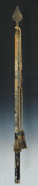 Photo 1 : FRAGMENT DE HAMPE AVEC POINTE ET CORDON POUR DRAPEAU DE DEMI-BRIGADE DE 1794 À 1804, RÉVOLUTION.