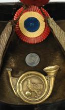 SHAKO D'OFFICIER SUBALTERNE DE CHASSEUR DE LA GARDE NATIONALE, TYPE 1830, MONARCHIE DE JUILLET.  (2)