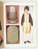 MOLLO. (John). Trois siècles d'uniformes militaires de la guerre de trente ans à nos jours 1914.Paris, Office du livre, 1972, in-4, cart. édit. sous jaquette ill. (5)