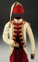 UNIFORME ET BONNET DE POLICE DE CAPITAINE EN SECOND DE COLONEL GÉNÉRAL, RÈGLEMENT DE 1786, ANCIENNE MONARCHIE, RÈGNE DE LOUIS XVI, VERS 1786-1789. (2)