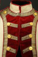 UNIFORME ET BONNET DE POLICE DE CAPITAINE EN SECOND DE COLONEL GÉNÉRAL, RÈGLEMENT DE 1786, ANCIENNE MONARCHIE, RÈGNE DE LOUIS XVI, VERS 1786-1789. (5)