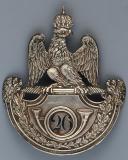PLAQUE DE SHAKO D'OFFICIER DE CHASSEURS DU 26ème RÉGIMENT D'INFANTERIE LÉGÈRE, MODÈLE 1812, PREMIER EMPIRE. (1)