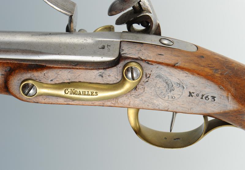 Pistolet des gardes du corps de la maison militaire du roi for Pistolet de decoration