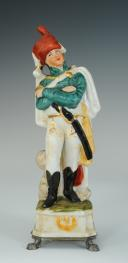 Photo 1 : OFFICIER DE HUSSARDS ALLEMAND, FIGURINE EN PORCELAINE, XX°.