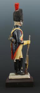 Photo 5 : FIGURINE EN FAÏENCE PAR BERNARD BELLUC : GENDARME D'ÉLITE BRIGADIER 1806.