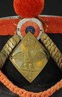 Photo 2 : REPRODUCTION D'UN SHAKO DE GRENADIERS DU 58ème RÉGIMENT D'INFANTERIE DE LIGNE, modèle 1804, sur le modèle du Premier Empire, XXème siècle.