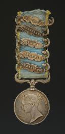 Photo 1 : MÉDAILLE BRITANNIQUE DE LA CAMPAGNE DE CRIMÉE, créée en 1854, Second Empire.