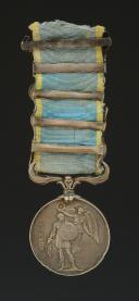 Photo 2 : MÉDAILLE BRITANNIQUE DE LA CAMPAGNE DE CRIMÉE, créée en 1854, Second Empire.