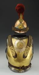 Photo 1 : ENSEMBLE CASQUE ET CUIRASSE D'OFFICIER DE CARABINIERS, MODÈLE 1856, SECOND EMPIRE.